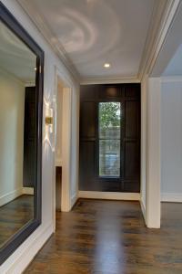 2306 44th St, NW - Foyer