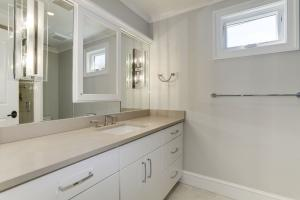 3632 WHITEHAVEN PKWY Bathroom