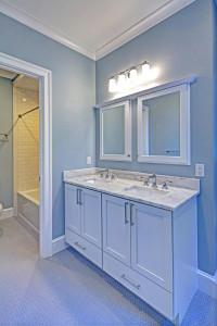 5000 Garfield Bathroom