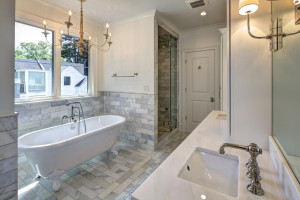 5004 Garfield Master Bathroom