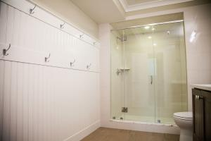3628 Davis St Basement Bath