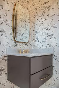 5321 Macomb Powder Room