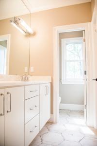 5514 Sherier Bathroom