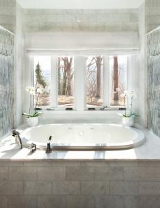 Luxury bathroom in Washington DC