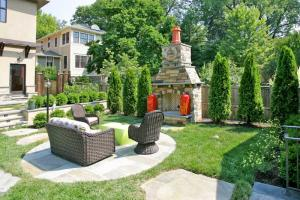 Custom designed outdoor living spaces by Hanlon Design Build
